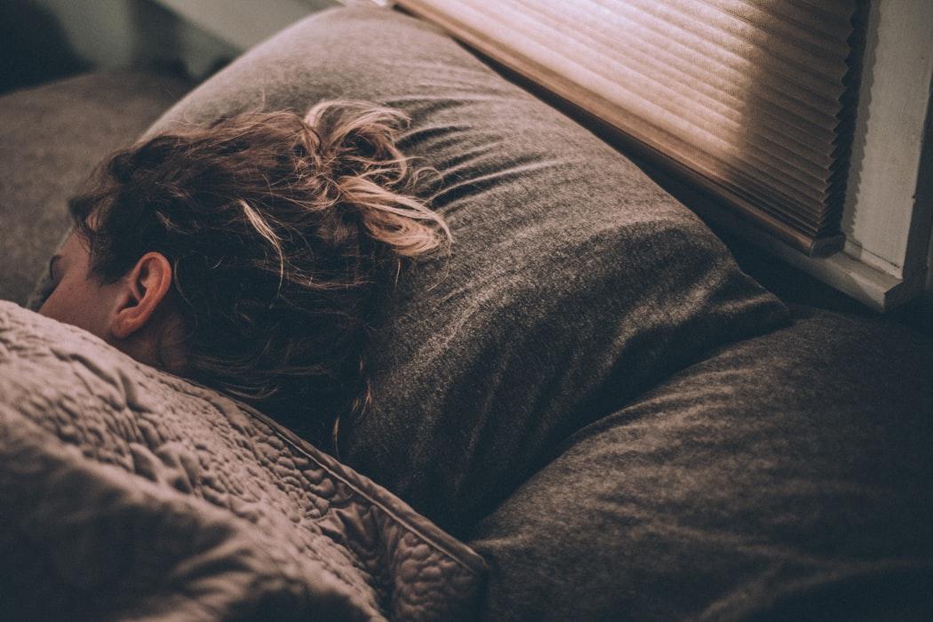 8 prostych zasad, których należy pilnować przed snem